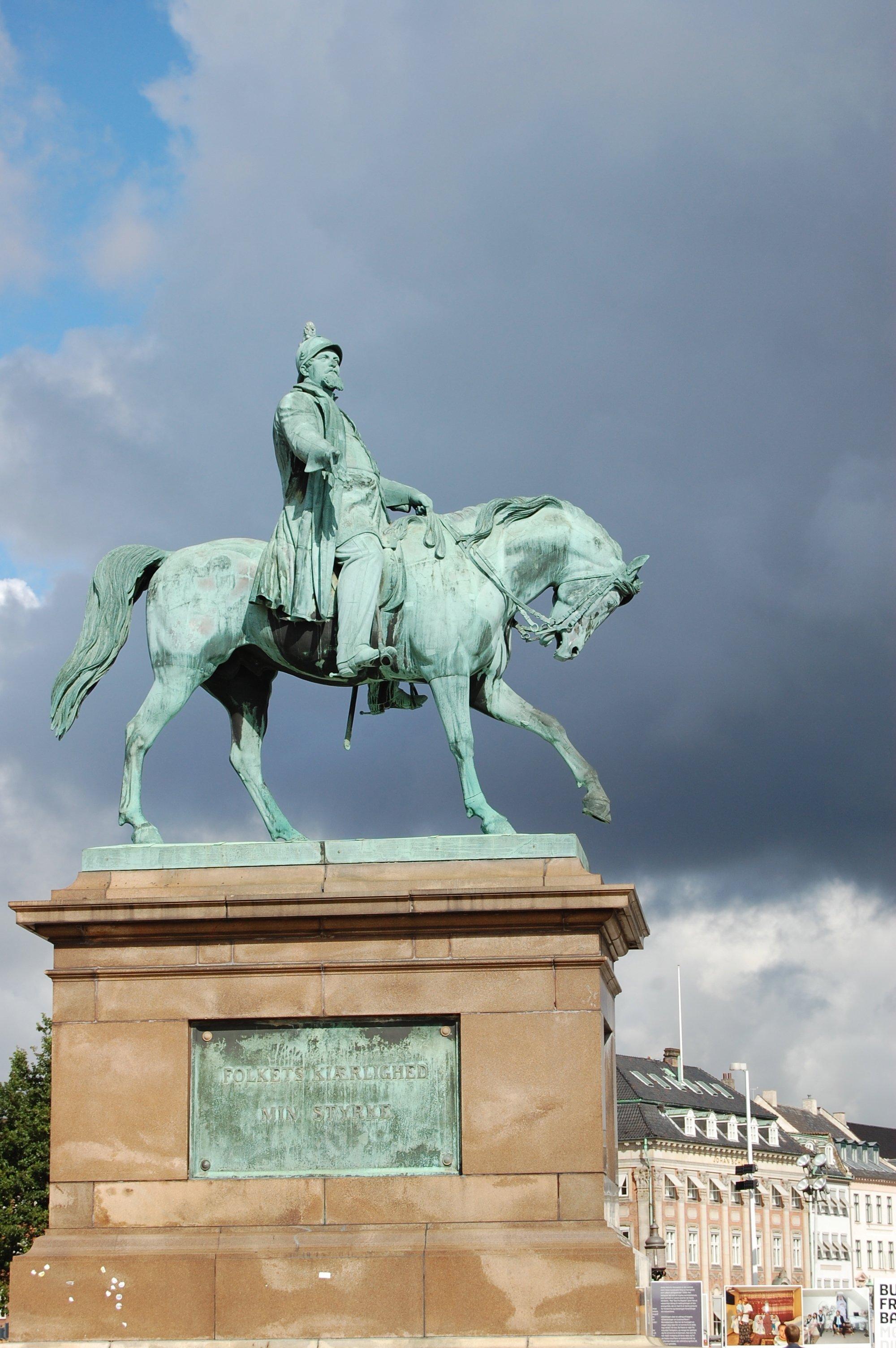 Christiansborg Palace statue